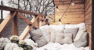 Auch ein Wohnzimmer im Freien mit kuscheligen Decken und dicken Kissen kann sich öffnen