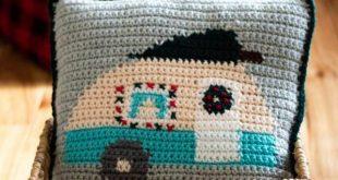 Christmas Crochet Camper Pillow - Free Crochet Pattern