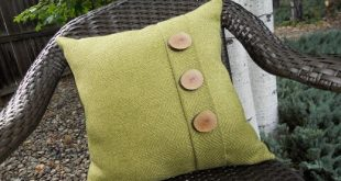 Just Another Hang Up: A Give-Away and Button Pillow Number 2 !