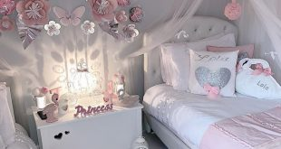 Pretty grey and pink girls bedroom with beautiful paper flowers on the wall #gir...